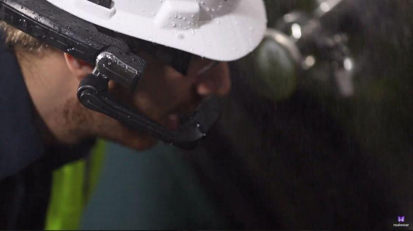 HMT-Worker-wet-environment-1440x804